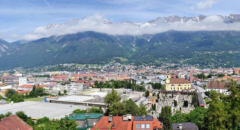 1200px-Innsbruck_-_Panorama2.jpg
