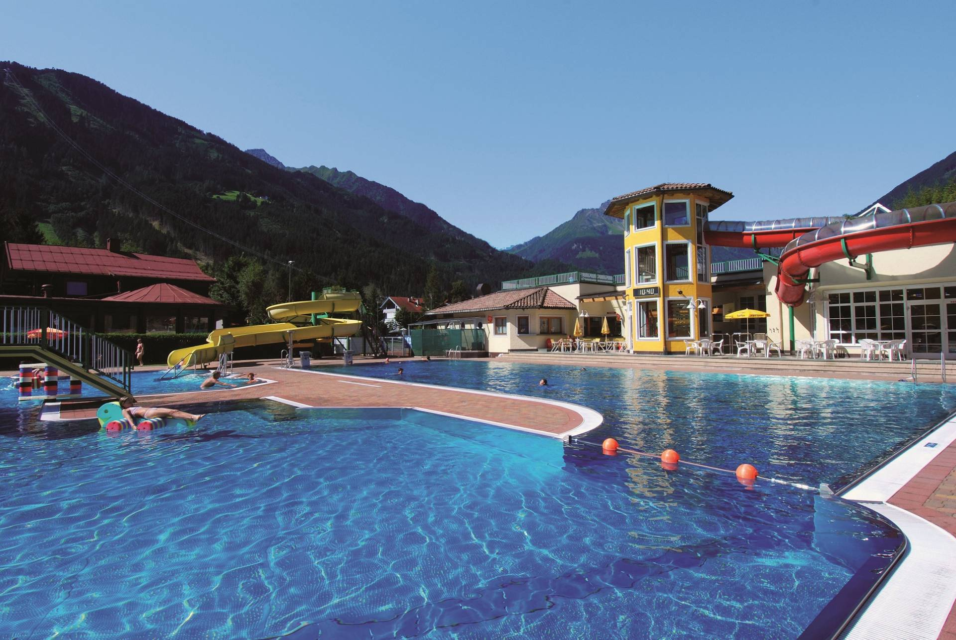 The Mayrhofen adventure pool offers a spacious outdoor pool for lots of swimming fun.