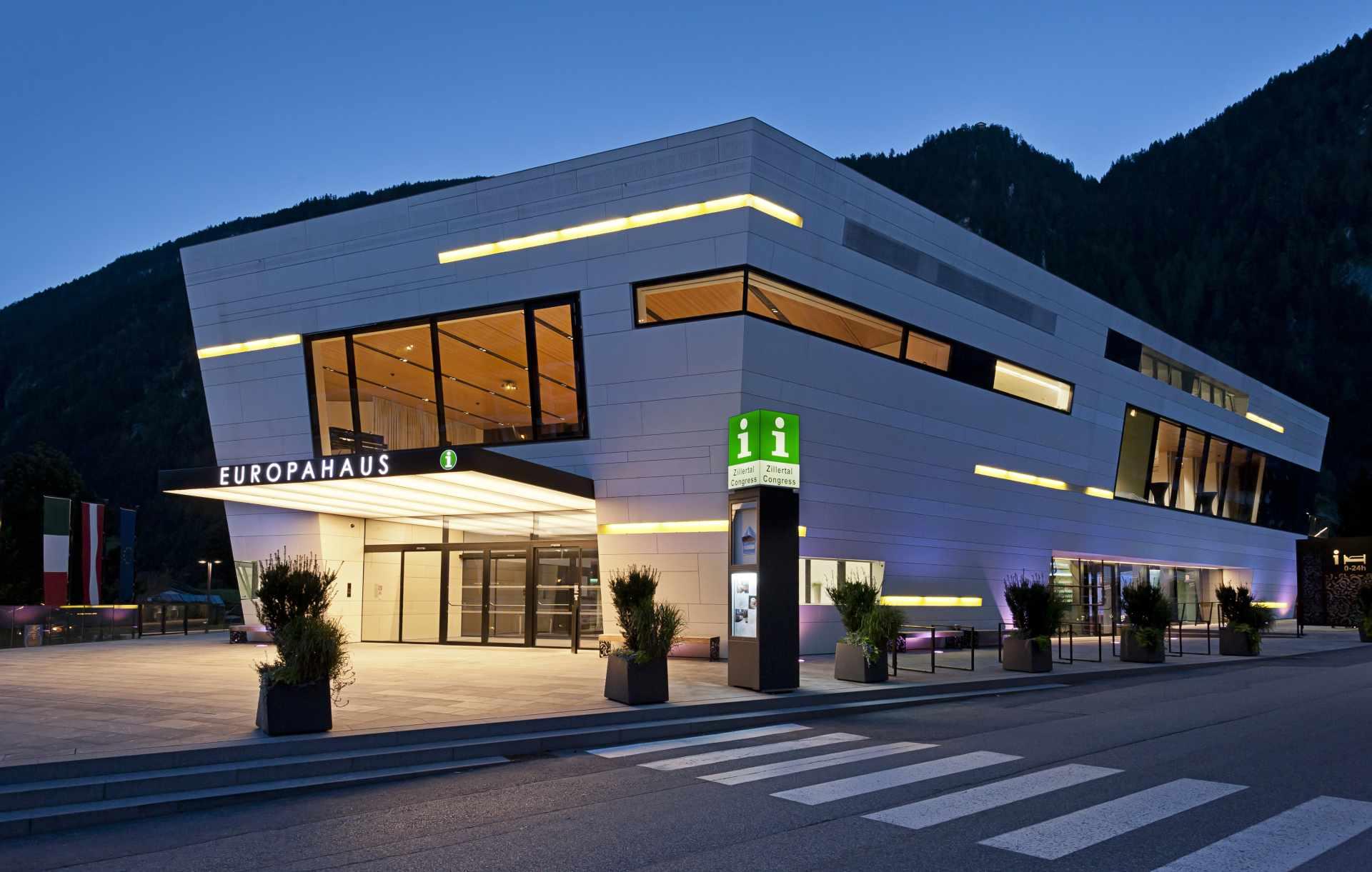 Europahaus in Mayrhofen am Abend