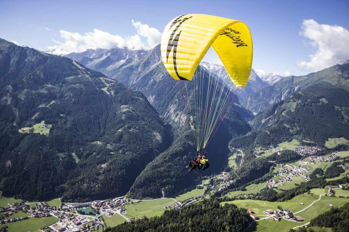 Tandemflug mit Blick über Mayrhofen und Finkenberg