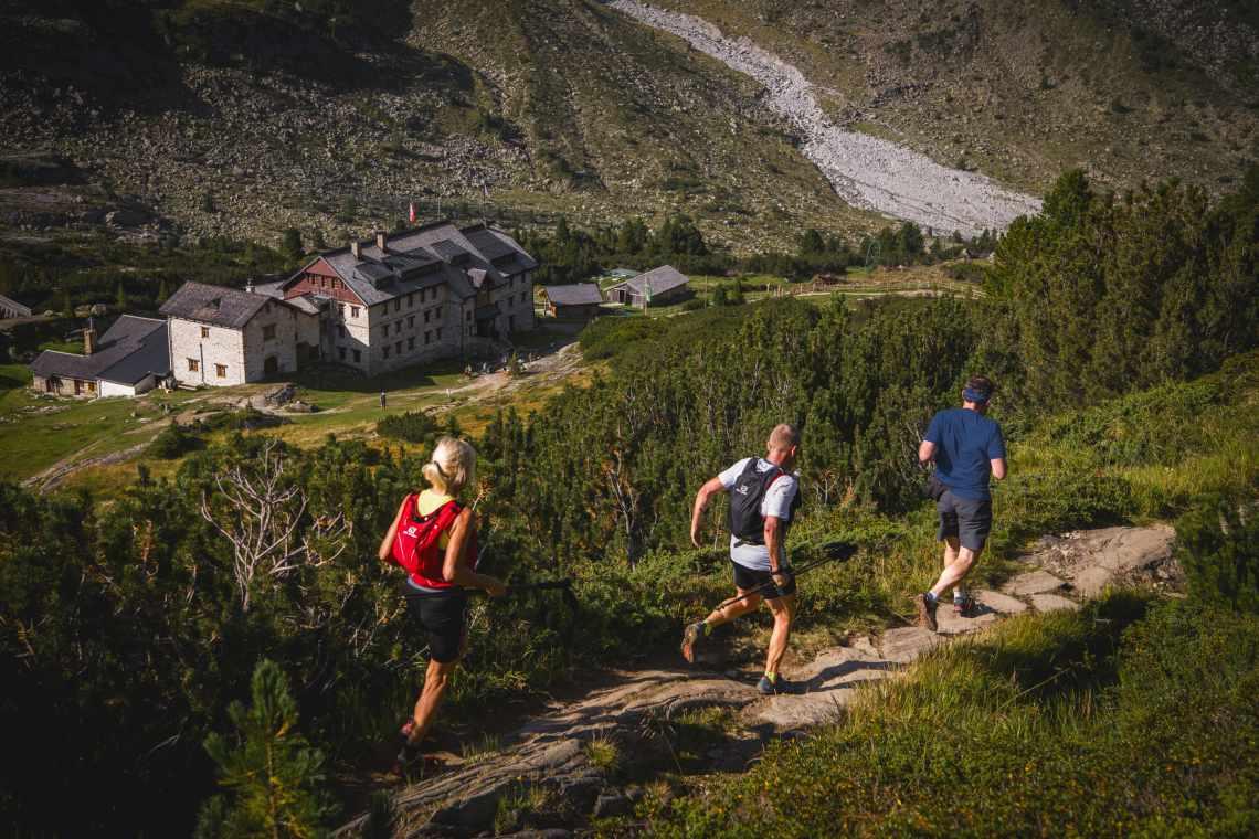 """The hike """"Steinbockmarsch"""" also passes the """"Berliner Hut"""" in the Zemmgrund Valley"""