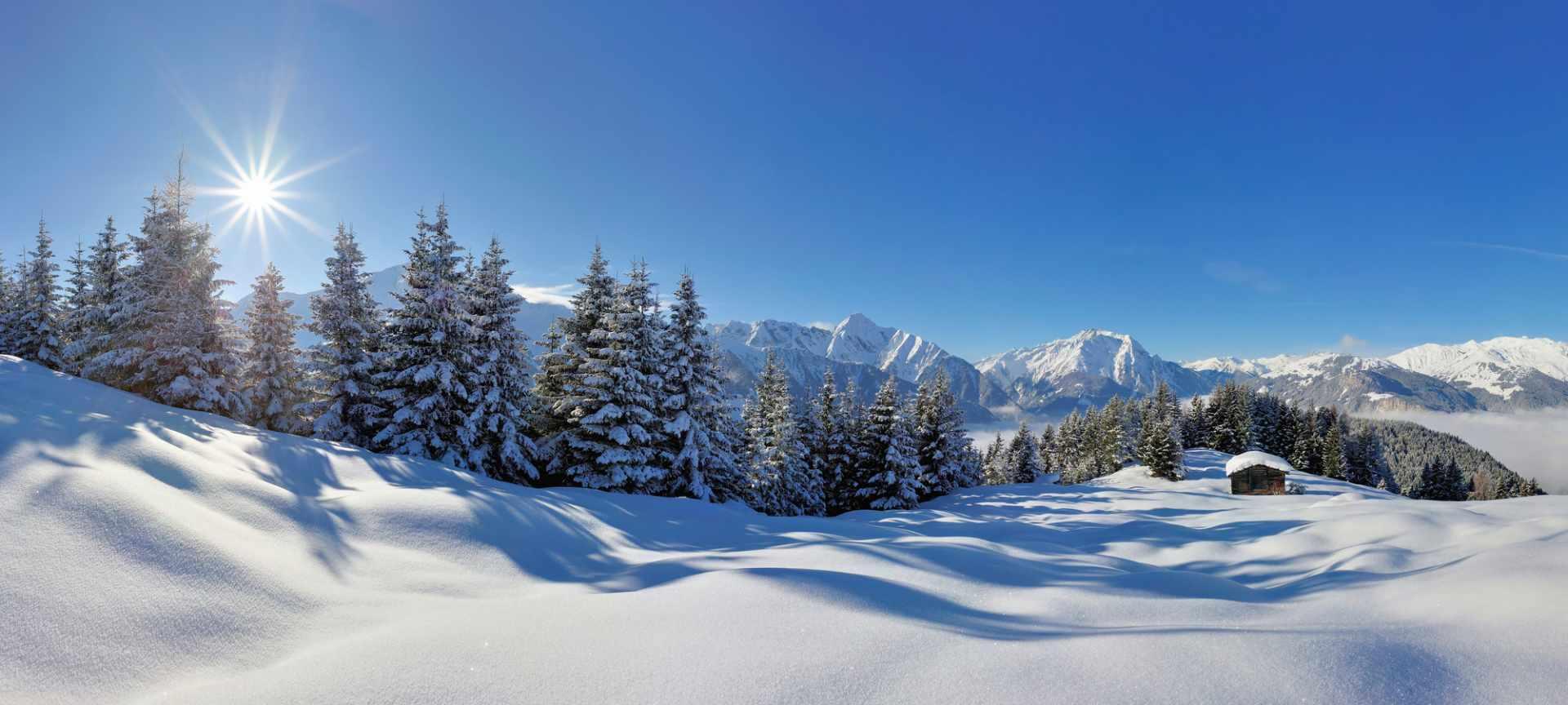 Genieße die verschneite Winterlandschaft im Zillertal