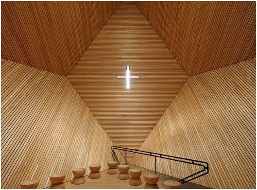 Die Granatkapelle ist ein modernes und außergewöhnliches Bauwerk und kann im Sommer besichtigt werden.