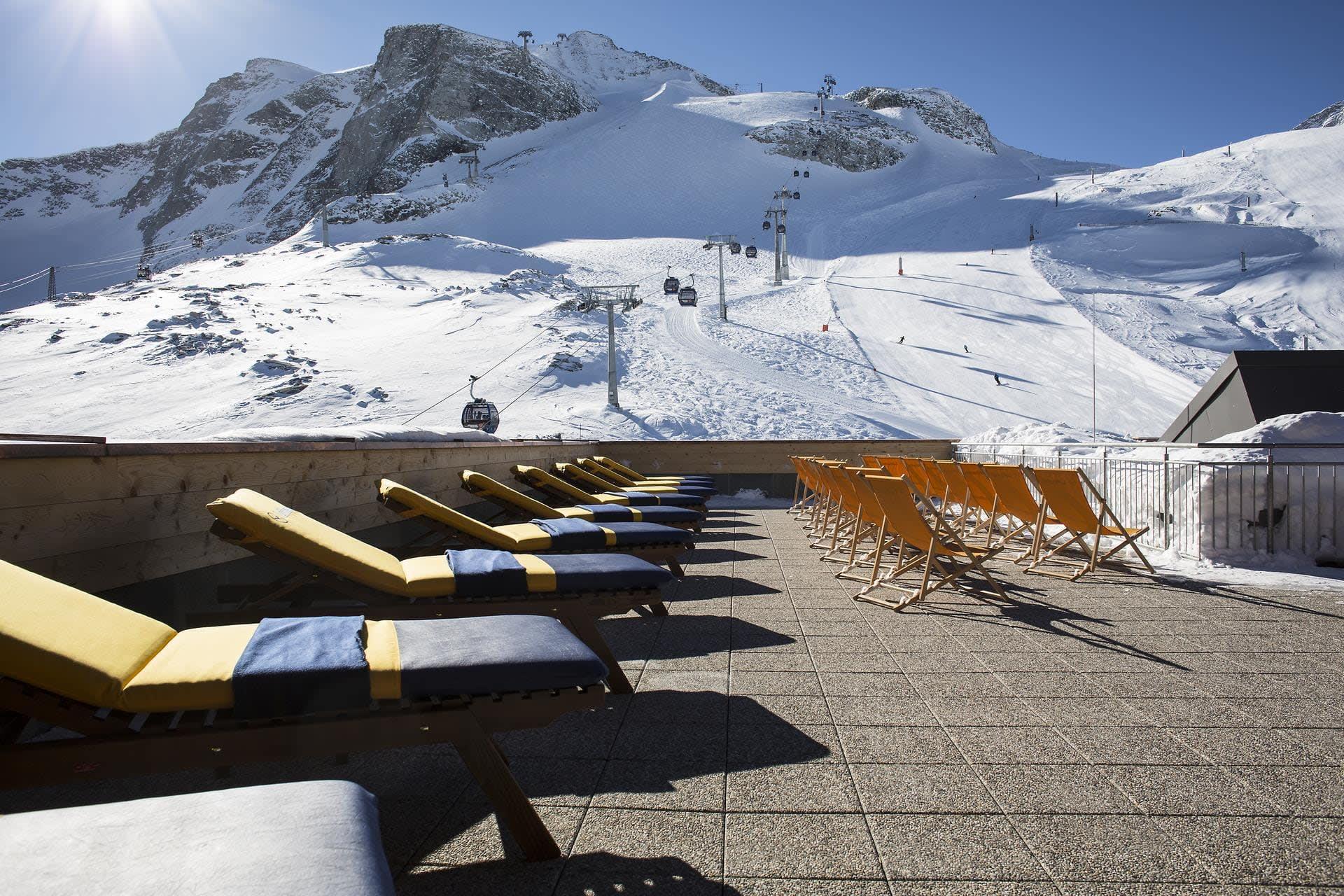 Sun terrace at the Fernerhaus on the Hintertux Glacier