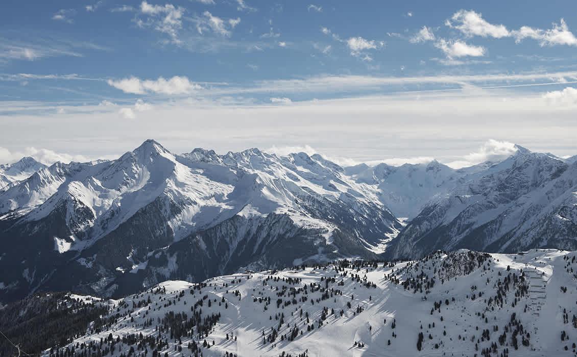 Winter in der Mayrhofner Bergwelt mit einem grandiosen Panorama.