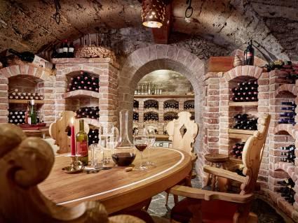 lt-hotel-neue-post-premium-wine-tasting