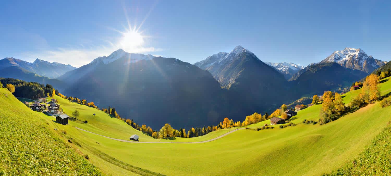 Landschaftspanorama mit den Zillertaler Alpen