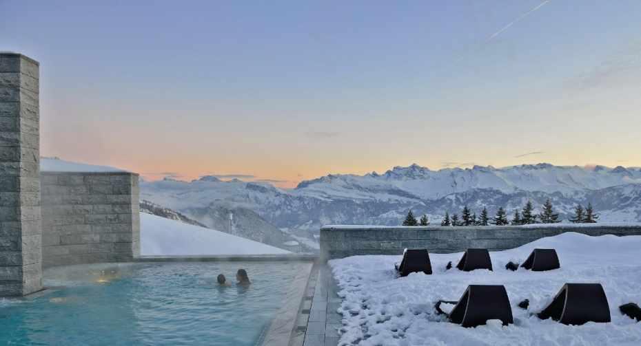 Mineralbad aussen Winter 1200x900.jpg