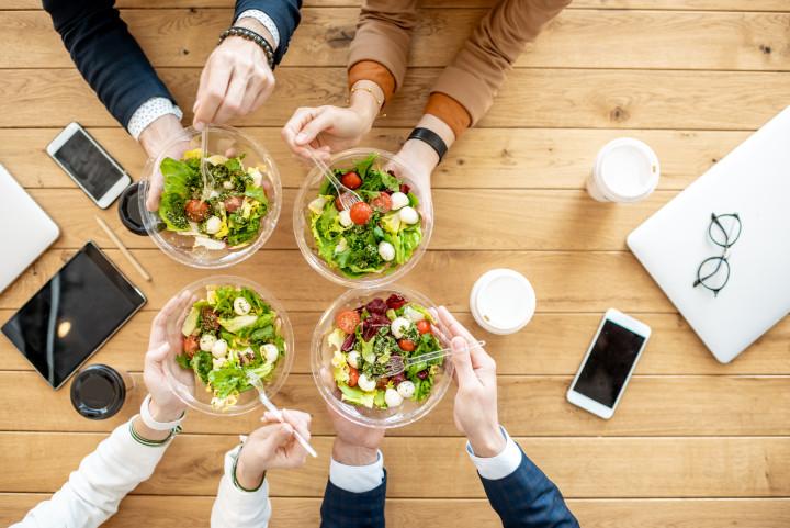 team-lunch-salat