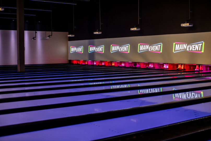 Main Event Bowling Lanes with Screens