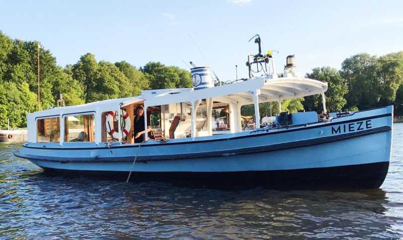 Rent the ship Mieze in Berlin for a boat tour through the city