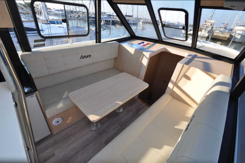 Yacht Arndt with a panoramic view in the salon