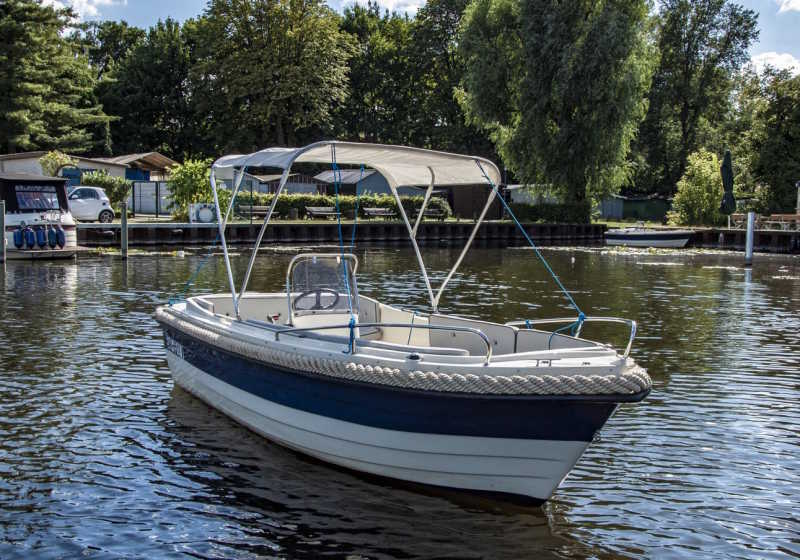 Rent Motorboat Mystrali in Berlin