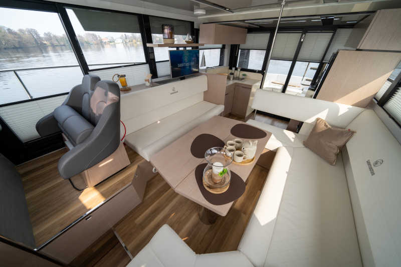 Cozy living room with TV on the Seamster 45 houseboat