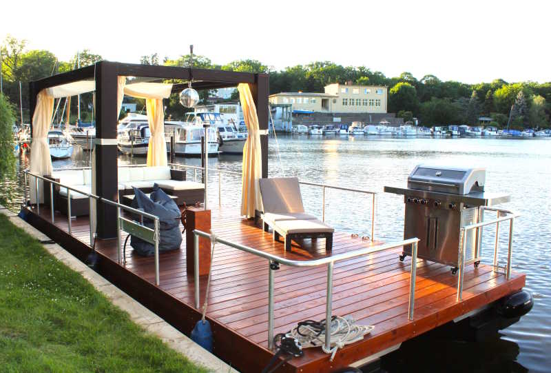 Raft Goldelse in Berlin with gas grill, disco ball and lounge furniture