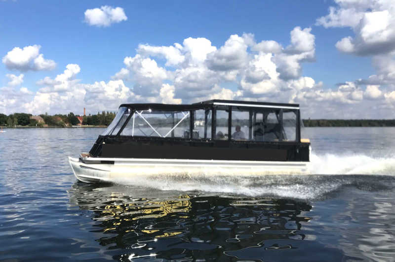 Rent pontoon boat Mitte for stag parties in Berlin