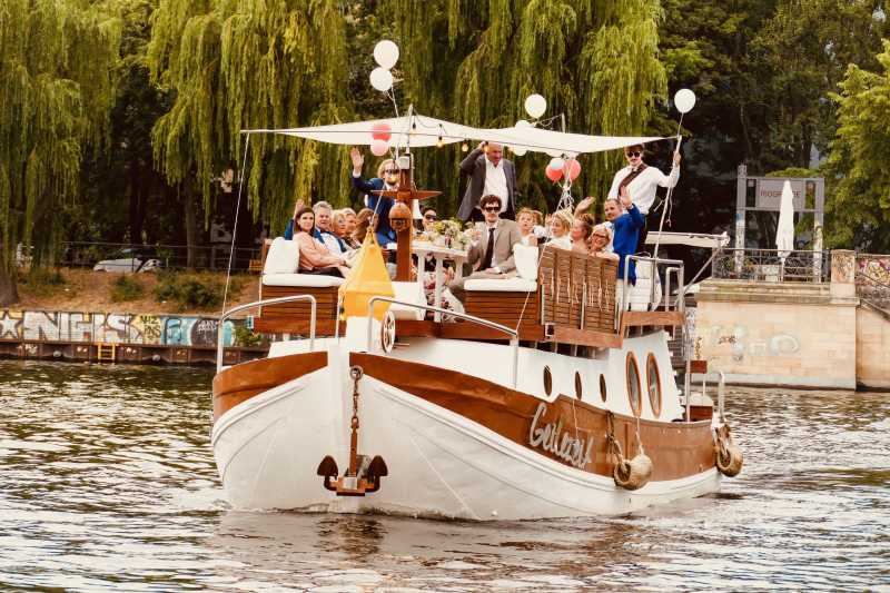 Rent the party ship Geilezeit in Berlin for your wedding