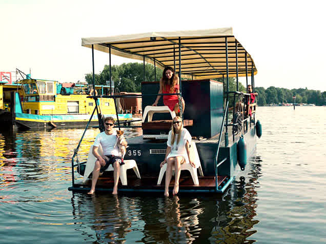 Party boat Hopper from Berlin Boat rental with guests on the Spree