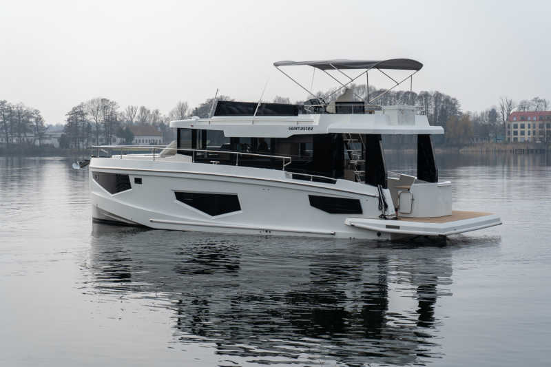 Rent houseboat Seamaster for the holidays