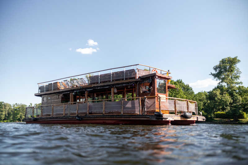 The Berlin party raft on a Spree tour