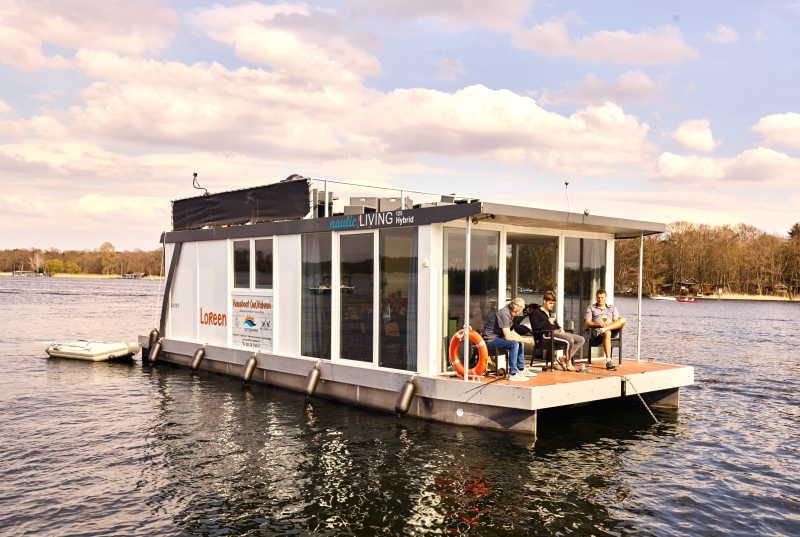 Rent houseboat Loreen for holidays on the Tegeler and the Havel