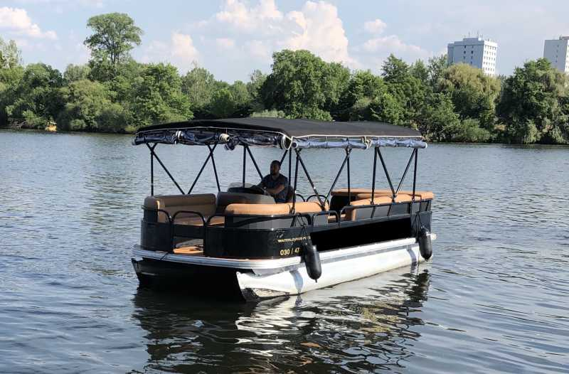 Rent motorboat Cecilienhof and take a boat tour through Berlin