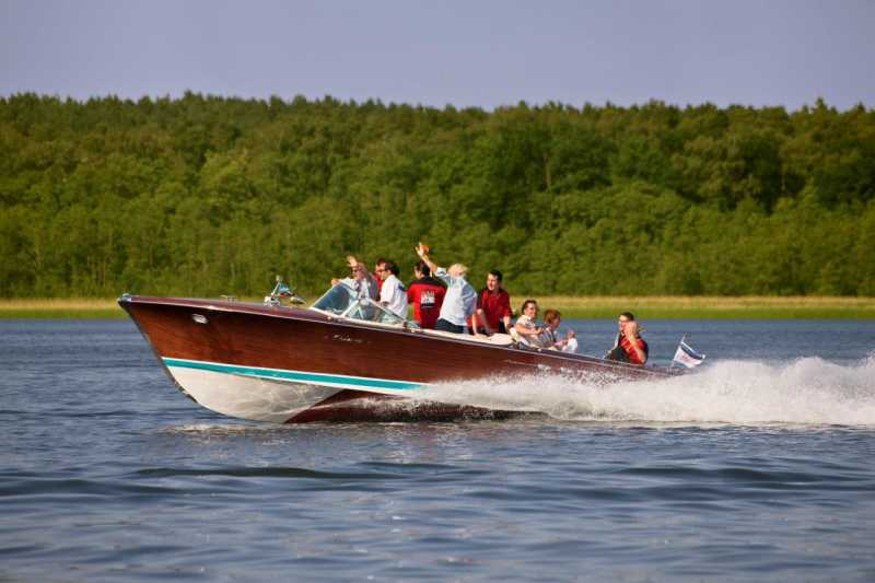 Riva motorboat from Berlin boat rental with guests on the Wannsee