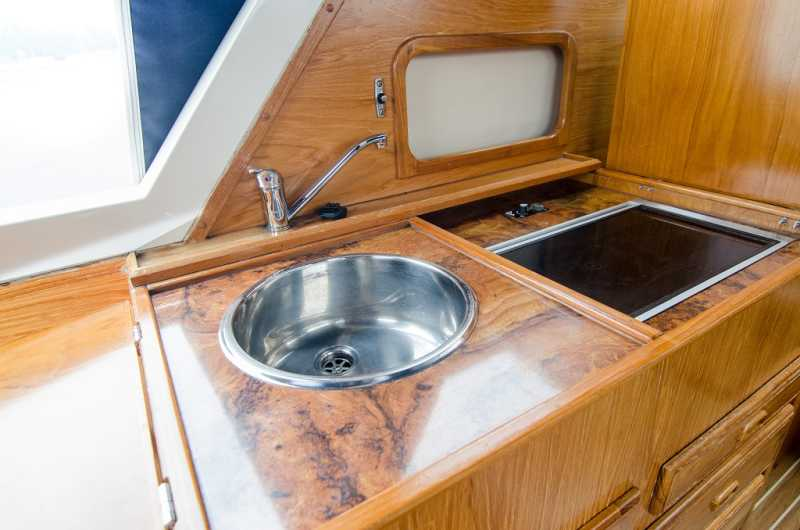 Kitchenette in root wood look on the houseboat Moin
