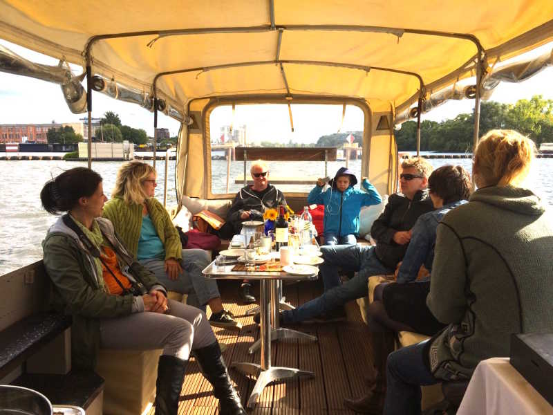Covered boat tour on the ship Kotaro in Berlin