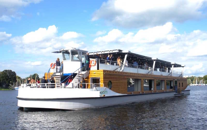 Rent the seminar ship as a floating event location in Berlin