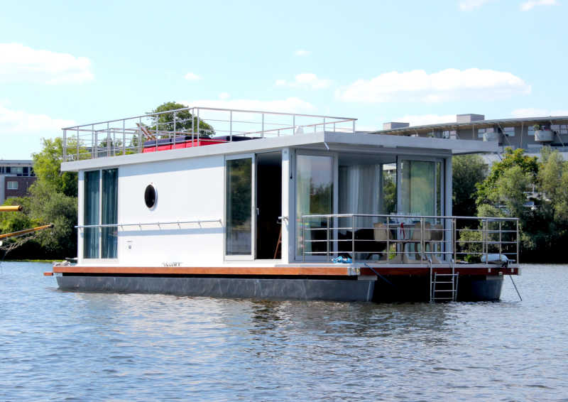 You can rent the SQUARE houseboat in Berlin