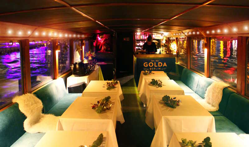 Salon of the party ship Golda in winter with cozy blankets and tables