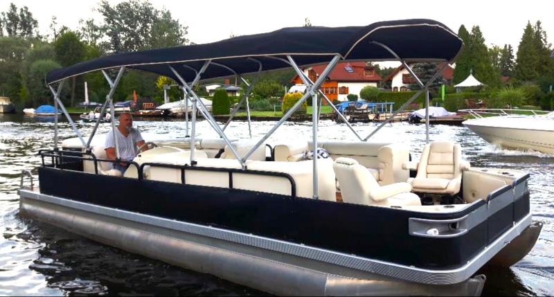 Party boat Pankow for self-drivers at Berlin boat rental