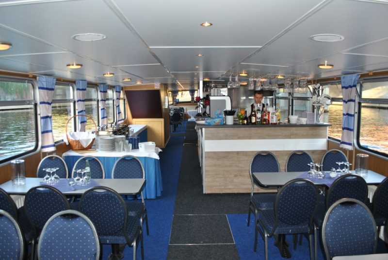 Bar area on the Berlin ship Bon Ami