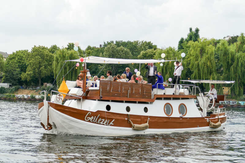 Boat tour with wedding party on the Geilezeit