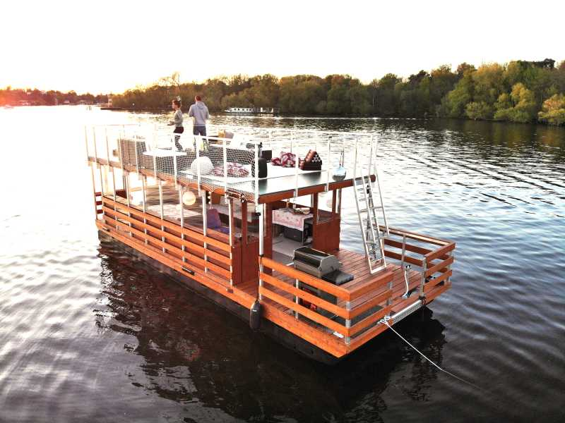 Rent the raft Beluga from Berlin boat rental