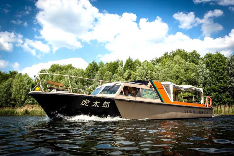 Rent boat Kotaro for tours across the Spree
