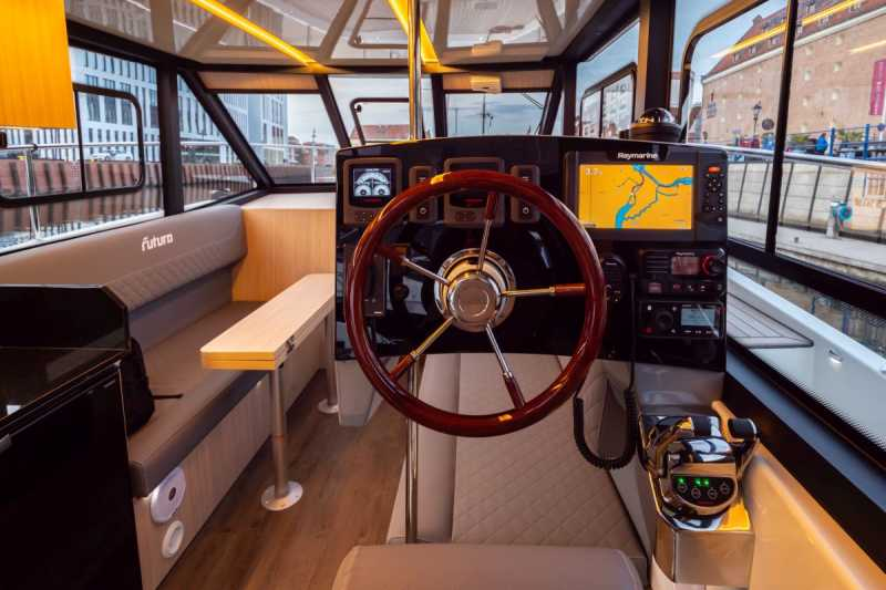 Steering position with a noble steering wheel on the yacht Arndt