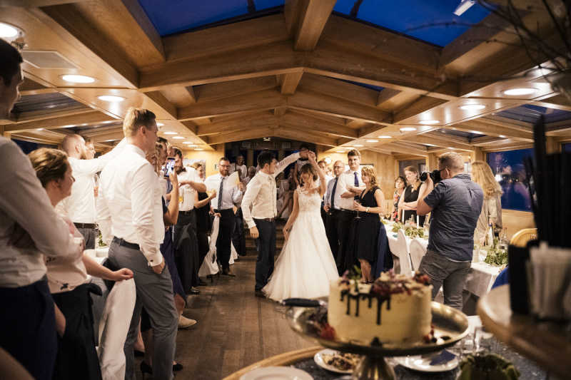Newlyweds with guests on the dance floor on a boat trip with the party ship Philippa