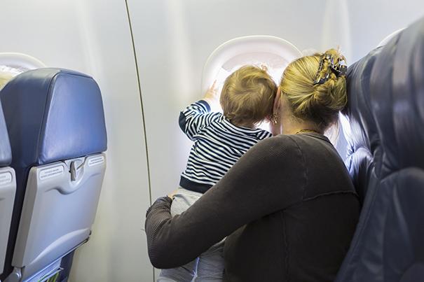 Consejos para viajar con niños en avión