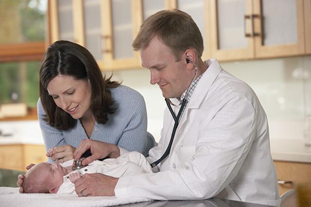 Visita pediátrica: control del bebé de 1 mes