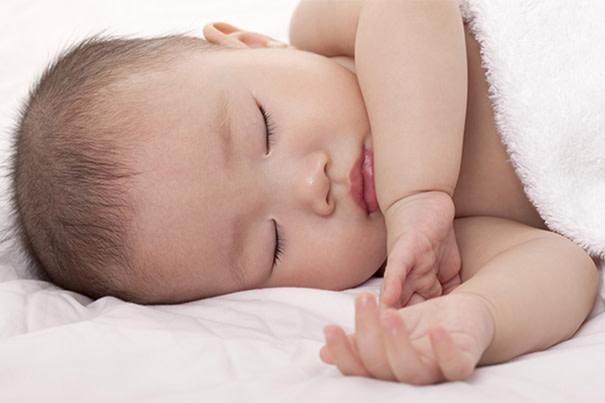 Cuidados del recién nacido: eccema y piel seca