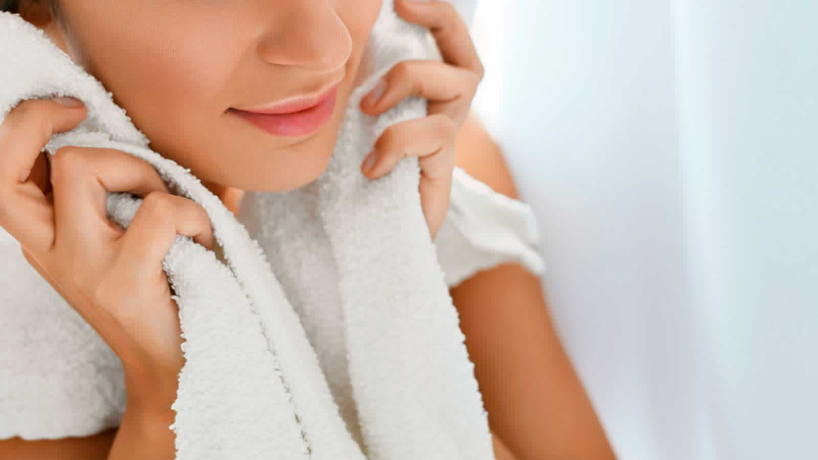 Hydrate Your Face Skin with Warm, Damp Wash Cloth to Shave More Easily