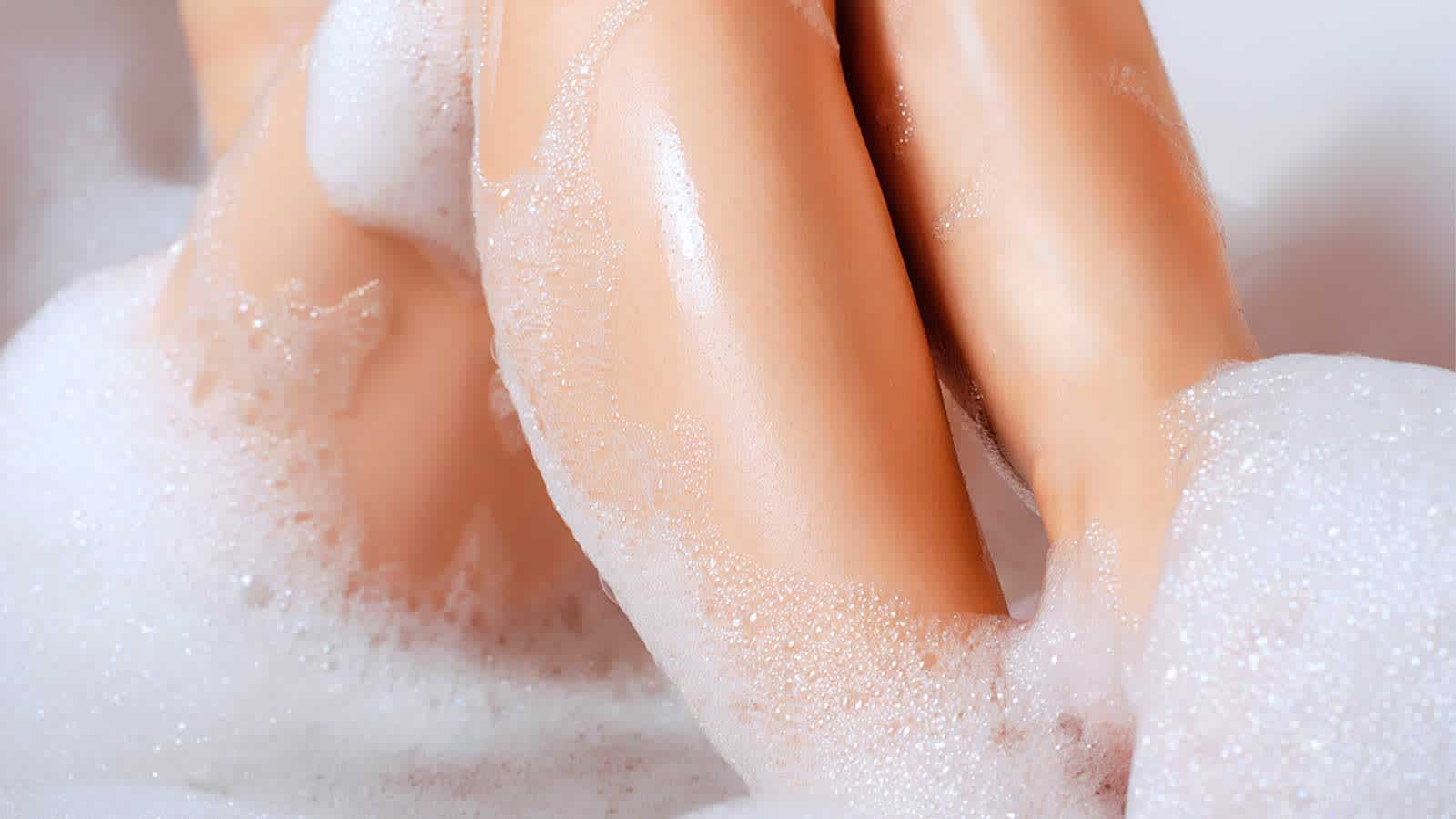 Taking a Warm Bath to Moisturize Skin Before Shaving