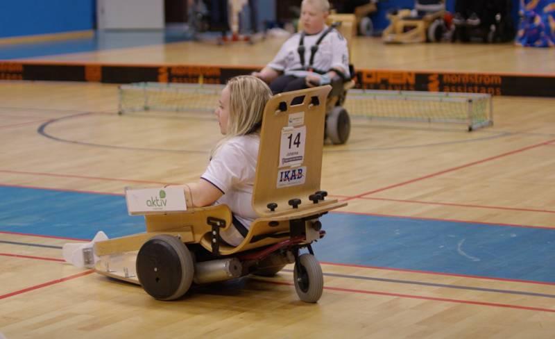 Johanna på planen i sin elhockeystol.