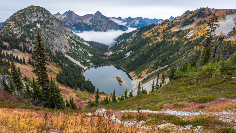 Maple Pass Loop, a Classic North Cascades Hike