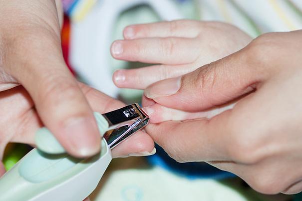 Как стричь ногти ребенку