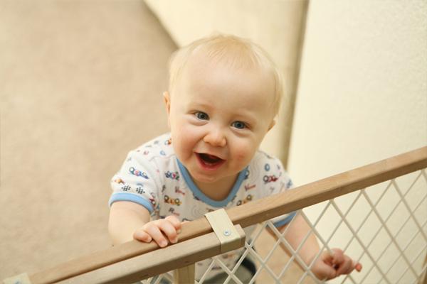 Безопасный дом: когда малыш учится ходить