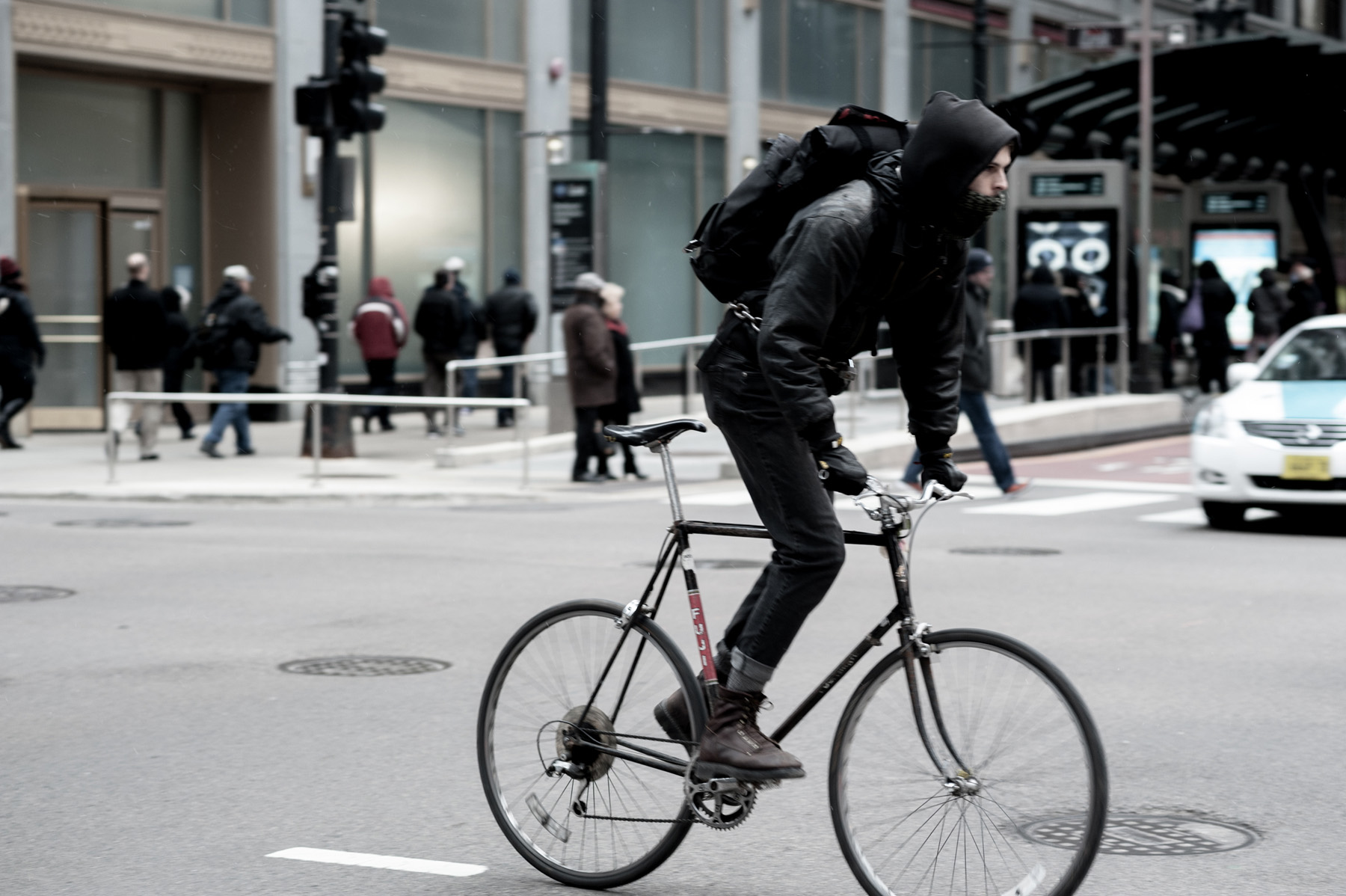 a color shot of a bike messenger for my Messenger series of photos.