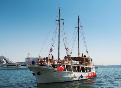 Madona classic standard boat
